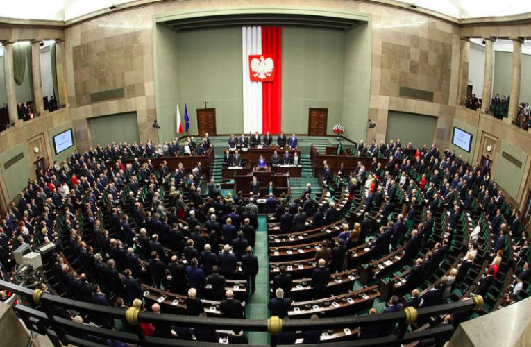Сколько зарабатывают депутаты и сенаторы в Польше?