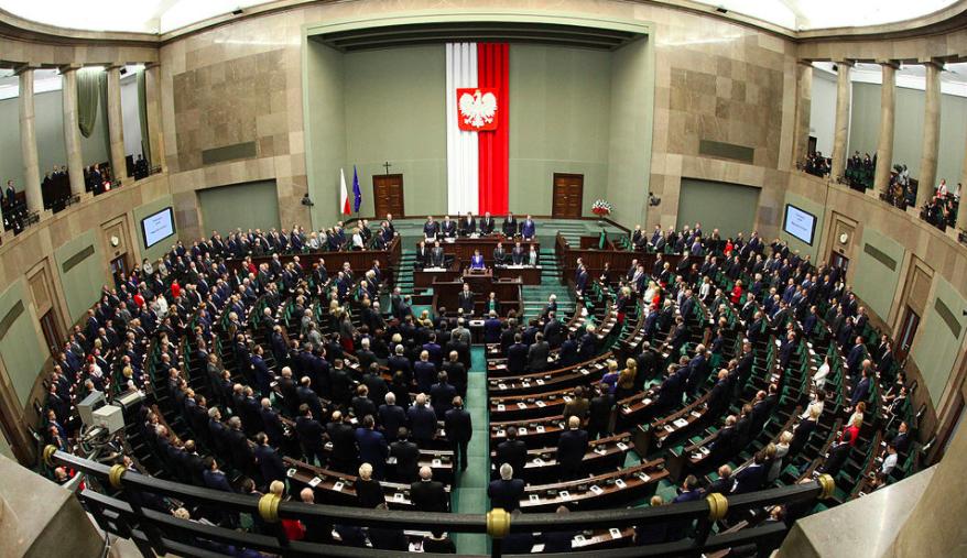 skolko-zarabatyvayut-deputaty-i-senatory-v-polshe